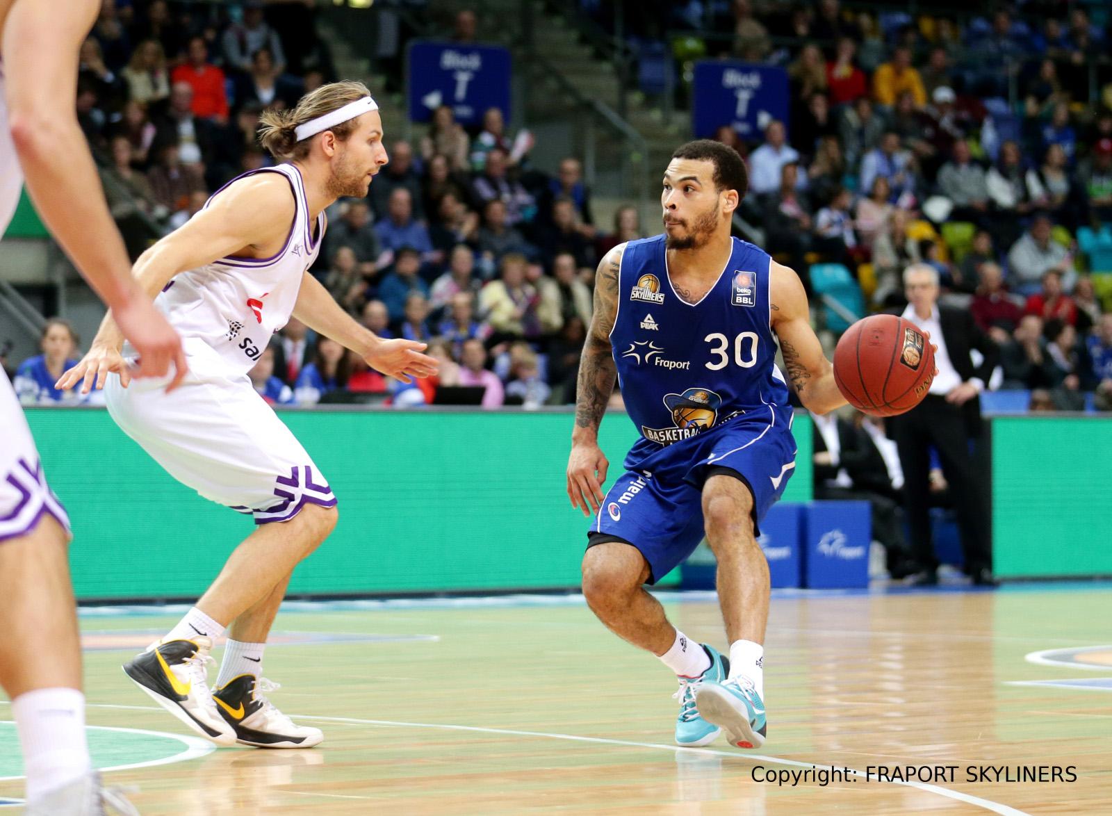 Justin Cobbs bei EuroLeague-Team im Gespräch