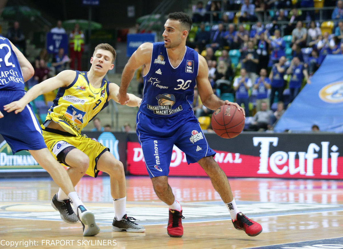FRAPORT SKYLINERS holen Phil Scrubb zurück