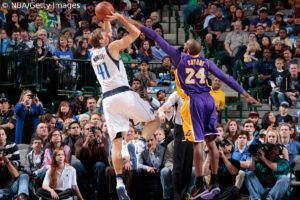 US - Action - Dirk Nowitzki vs Kobe Bryant