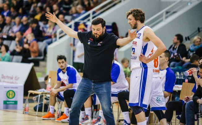 """Der Hackerangriff war der schlimmste Tag in meiner Basketball-Karriere"" – Meistertrainer Simon Bertram im Interview"