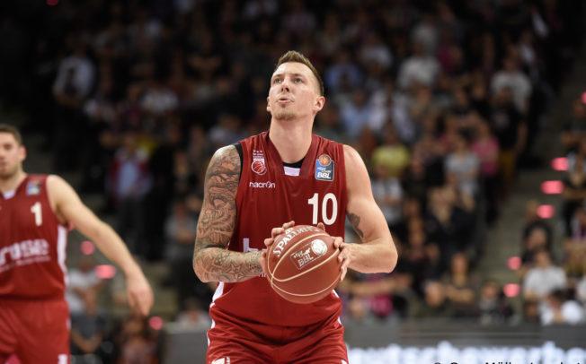 Daniel Theis bestätigt Abschied von Brose Bamberg