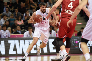 DE - Action - Telekom Baskets Bonn - Filip Barovic