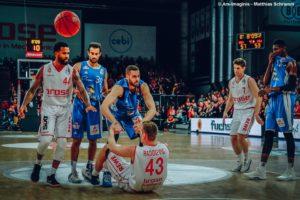 DE - Brose Bamberg vs. FRAPORT SKYLINERS - Action