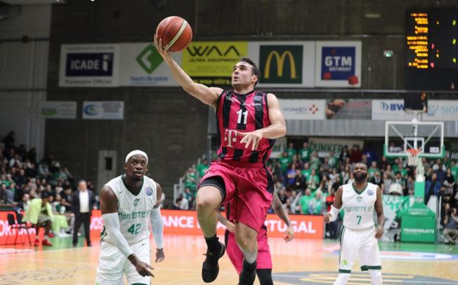 Telekom Baskets sichern sich wichtigen Sieg im Kampf um die Playoffs